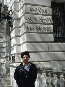 En la fachada del edificio de la Royal Academy of Music de Londres